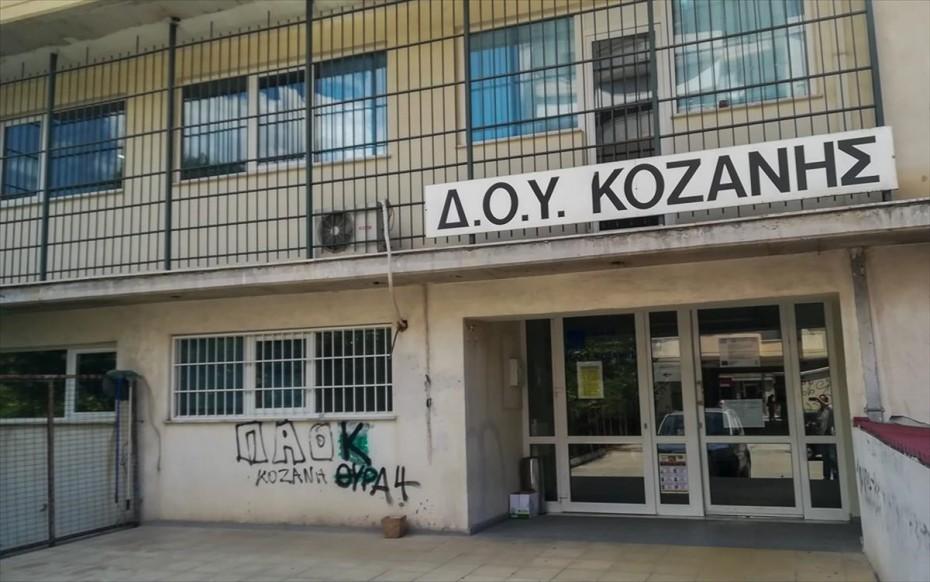Ισόβια και 26 χρόνια κάθειρξη στον 46χρονο για την επίθεση με τσεκούρι στη ΔΟΥ Κοζάνης