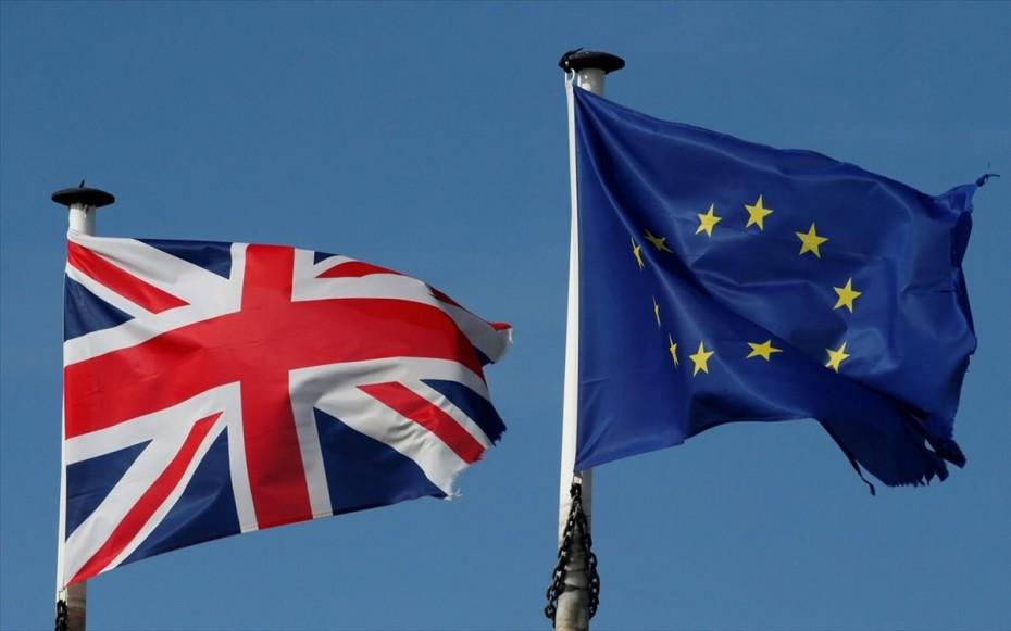 Βρετανία-ΕΕ: Το Λονδίνο διατηρεί όλες τις επιλογές ανοιχτές για τη Β.Ιρλανδία