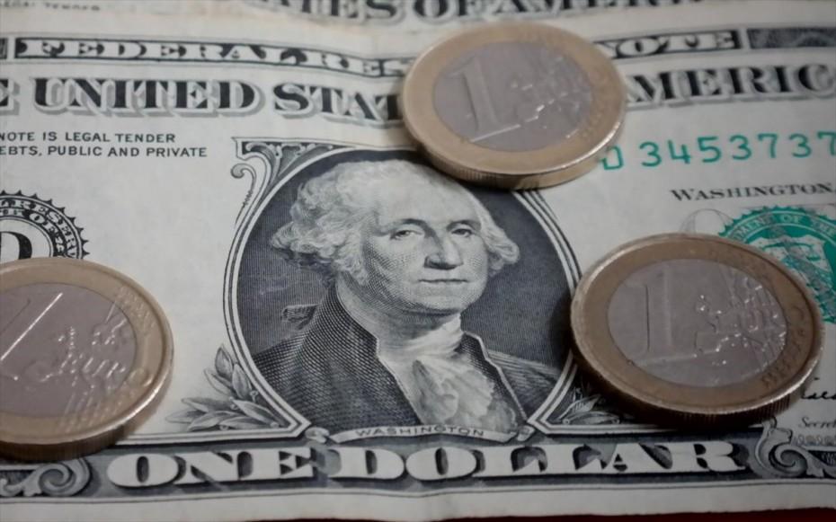 Υποχώρηση για το ευρώ έναντι του δολαρίου