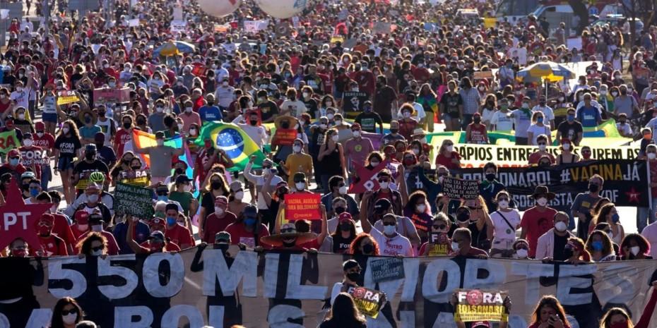Βραζιλία: Δεκάδες χιλιάδες στον δρόμο απαιτώντας να παυθεί ο πρόεδρος Μπολσονάρου