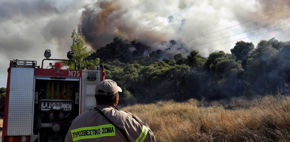 Μεγάλη πυρκαγιά στη Σταμάτα Αττικής - Εκκενώθηκε ο οικισμός «Γαλήνη»