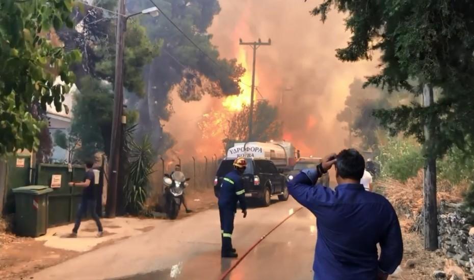 Καίγονται σπίτια στη Σταμάτα - Προς Διόνυσο η πυρκαγιά