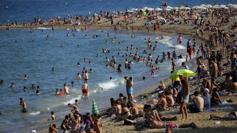 Μελέτη ΑΠΘ: Τα σαββατοκύριακα ο ιός διασπείρεται στις παραλίες