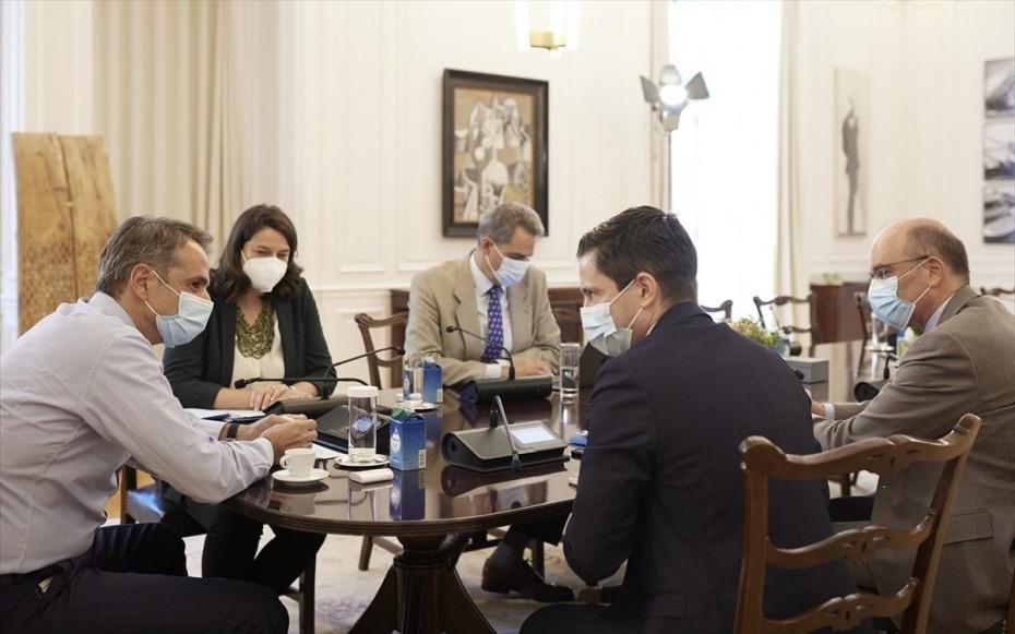 Συνάντηση Κ. Μητσοτάκη με τη νέα ηγεσία της Ιατρικής Σχολής ΕΚΠΑ