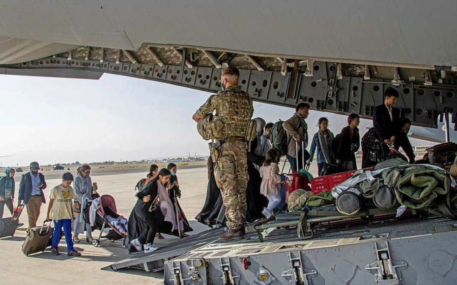 Τέλος στις βρετανικές επιχειρήσεις απομάκρυνσης Αφγανών