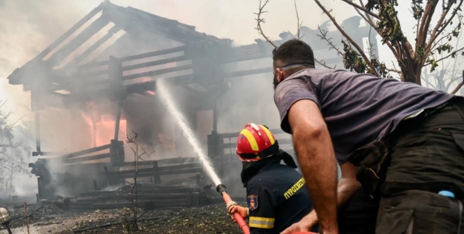 CNN: Στο χείλος της καταστροφής ο πλανήτης - «Καμπανάκι» με μια εικόνα απ'τη «φλεγόμενη» Ελλάδα