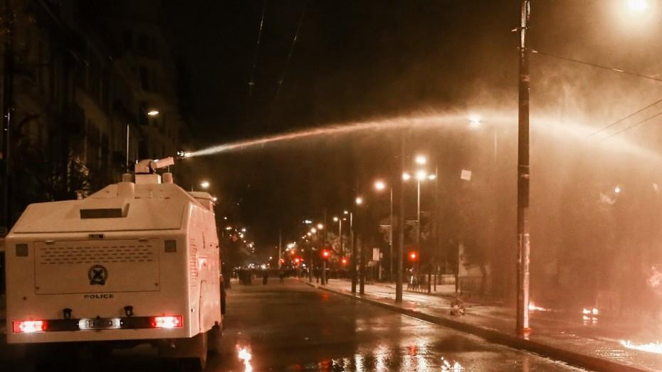 Ασπρόπυργος: Ρομά έκλεισαν τον δρόμο και καίνε λάστιχα - Εκτακτες κυκλοφοριακές ρυθμίσεις