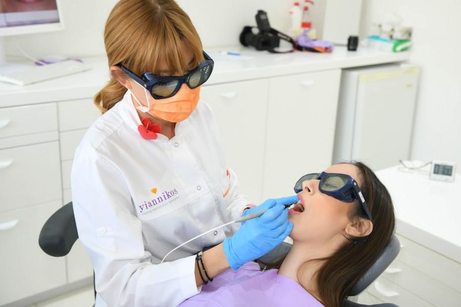 Επίσκεψη στον οδοντίατρο: Με μοριακό οι ανεμβολίαστοι - Με rapid οι εμβολιασμένοι