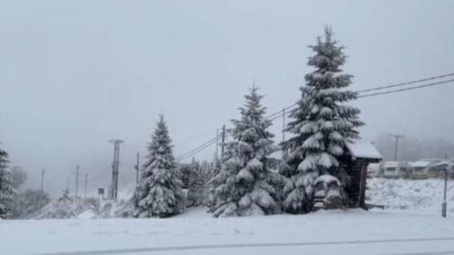 Έπεσαν τα πρώτα χιόνια στα Τρίκαλα - Καταπτώσεις βράχων από την κακοκαιρία